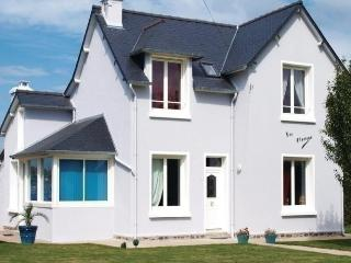 Spacious House with Dishwasher and Short Breaks Allowed - Plurien vacation rentals