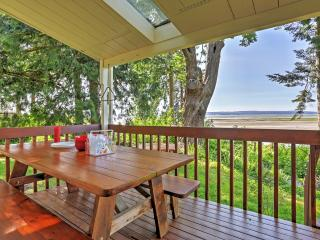 New Listing! 'Tide-Over Flats Beach' Waterfront 3BR Stanwood House w/Wifi, Private Deck & Panoramic Puget Sound Views - Terrific Warm Beach Location! Canoe, Paddle Boat & Rubber Raft Provided! - Stanwood vacation rentals