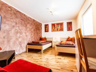 Haus mit überdachter Terrasse - Cologne vacation rentals
