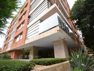 NOELIA - 2 Bed Brand New Apartment with real wood floors & high ceilings (Parque 93) - Bogota vacation rentals
