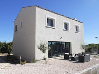 Spacious Villa with Internet Access and Private Outdoor Pool - Nezignan l'Eveque vacation rentals