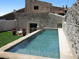 Adorable Villa with Internet Access and Private Outdoor Pool - Vailhan vacation rentals