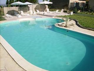 Lovely Condo with Internet Access and Balcony - Colombiers vacation rentals