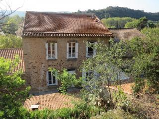 3 bedroom Villa with Internet Access in Roquebrun - Roquebrun vacation rentals