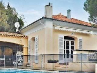 Charming Villa with Internet Access and Balcony - Saint-Maxime vacation rentals