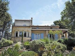 Charming Villa with Internet Access and Balcony - Bagnols-sur-Ceze vacation rentals