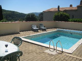 Gorgeous Condo in Lamalou-les-Bains with Private Outdoor Pool, sleeps 10 - Lamalou-les-Bains vacation rentals