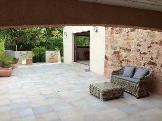 Gorgeous 4 bedroom Villa in Cruzy - Cruzy vacation rentals