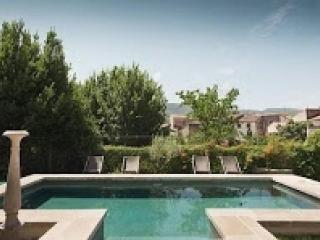 Perfect Villa with Internet Access and Balcony - Herepian vacation rentals