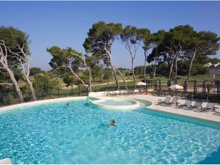 Résidence Provence Country Club Apartment 3 - Saumane-de-Vaucluse vacation rentals