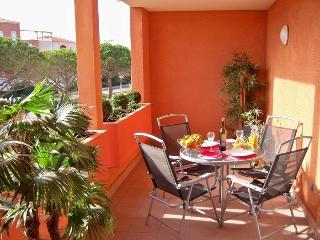 Comfortable 1 bedroom Le Barcares Condo with Parking - Le Barcares vacation rentals