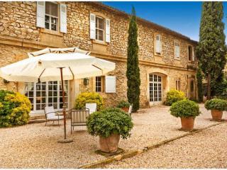 Charming 9 bedroom Villa in Saint-Martin-de-Crau - Saint-Martin-de-Crau vacation rentals