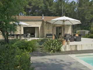 Charming Villa with Internet Access and Parking - La Roque sur Pernes vacation rentals