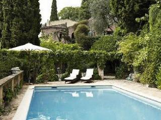 Nice Studio with Balcony and Private Outdoor Pool - Cagnes-sur-Mer vacation rentals