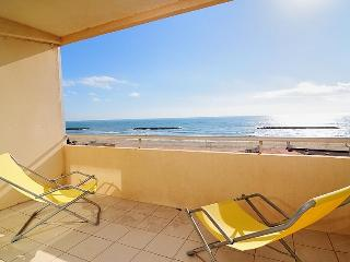 Cozy Condo with Balcony and Parking in Valras-Plage - Valras-Plage vacation rentals