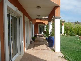 Spacious 4 bedroom Nissan-lez-Enserune Villa with Private Outdoor Pool - Nissan-lez-Enserune vacation rentals