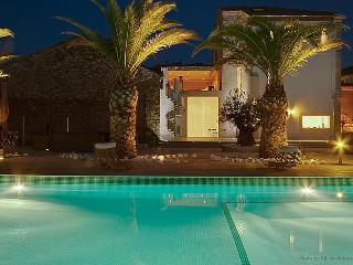 Spacious 4 bedroom Argeliers Villa with Internet Access - Argeliers vacation rentals