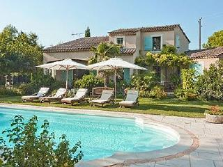 Bright Villa with Internet Access and Private Outdoor Pool - Althen-des-Paluds vacation rentals
