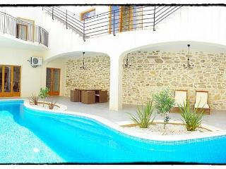4 bedroom Villa with Private Outdoor Pool in Argeliers - Argeliers vacation rentals