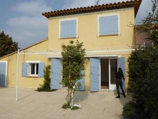 Nice 4 bedroom Vacation Rental in Ile de Bendor - Ile de Bendor vacation rentals