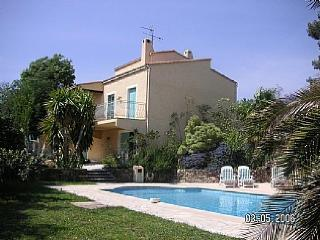 Nice Villa with Internet Access and Balcony - Saint-Paul-en-Foret vacation rentals