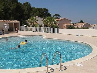 Lovely Villa with Internet Access and Shared Outdoor Pool - Pezenas vacation rentals