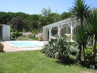Charming Villa with Internet Access and Balcony - Galargues vacation rentals