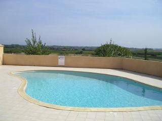 Lovely 2 bedroom Portiragnes Villa with Balcony - Portiragnes vacation rentals