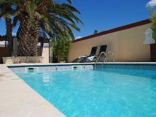 Charming 4 bedroom Sauvian Villa with Internet Access - Sauvian vacation rentals