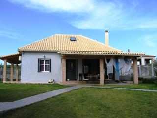 Villa with an attic very close to the sea - Marathopoli vacation rentals