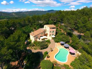 Les Magnanarelles, 4 bedrooms, 8 people + 1 cot - Lourmarin vacation rentals