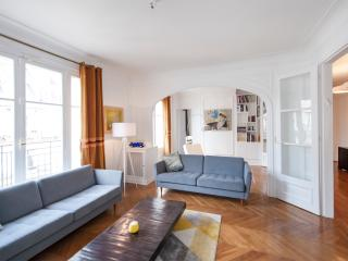 3 Bedrooms near the Eiffel Tower - Paris vacation rentals