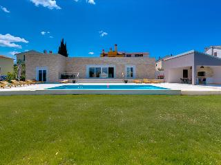 Luxurious modern built villa few minute from the sea - Rovinjsko Selo vacation rentals