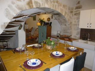 Maison de village avec terrasse - Rians vacation rentals