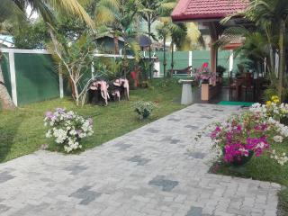 Cozy 3 bedroom Vacation Rental in Aluthgama - Aluthgama vacation rentals