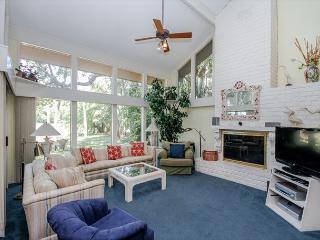 North Sea Pines 70, 6 bedroom, 5th Row From Ocean, Private Pool, Sleeps 16 - Sea Pines vacation rentals