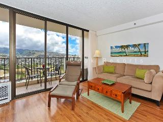 Mountain view deluxe vacation rental, AC, close to beach, WiFi, pool, parking - Waikiki vacation rentals