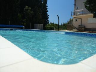 Comfortable 2 bedroom Apartment in Muline - Muline vacation rentals