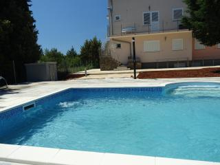 Nice Muline vacation Apartment with Trampoline - Muline vacation rentals