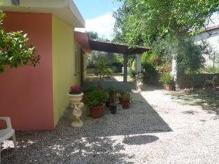 Capo Comino Casa con giardino 4 post - Capo Comino vacation rentals