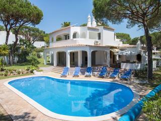 3 bedroom Villa with Internet Access in Vale do Garrao - Vale do Garrao vacation rentals