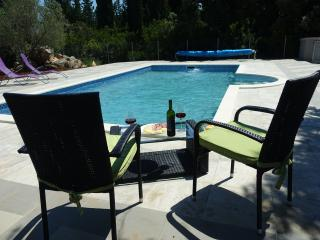 Nice 2 bedroom Muline Condo with Trampoline - Muline vacation rentals