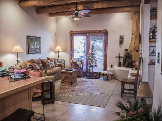 Bright 1 bedroom House in Taos with Dishwasher - Taos vacation rentals