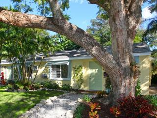50% Off Summer Sale!  Historic Downtown Cottage!  Walk To It All!  Super Reviews - Sarasota vacation rentals