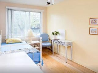 Beside The Olympic Park-Nice 3 Bedrooms Apartment - Montreal vacation rentals
