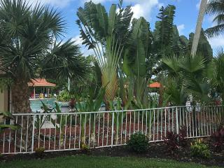 Beautiful 2 bedroom, 2 bathroom, first floor condo - Naples vacation rentals