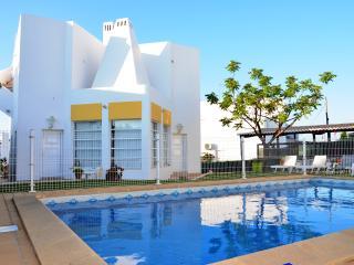 Vila de Luxo perto de Albufeira com Piscina Privada - 15 m a pé da praia Falésia - Olhos de Agua vacation rentals
