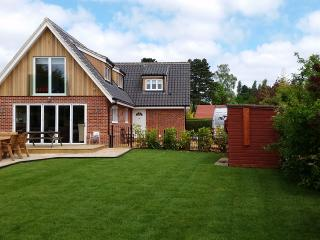 Brightside Four bedroom holiday cottage in Wroxham - Wroxham vacation rentals