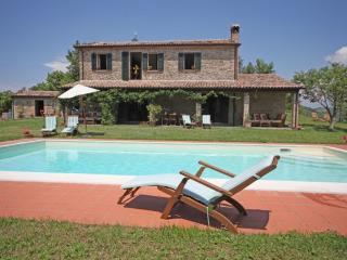 Family holiday villa with pool sleeps 6 plus 2 - Montelovesco vacation rentals