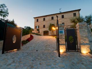 Comfortable Villa with Internet Access and Wireless Internet - Monsampietro vacation rentals
